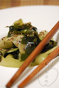 Ensalada de pepino con wakamé al estilo asiático (3)