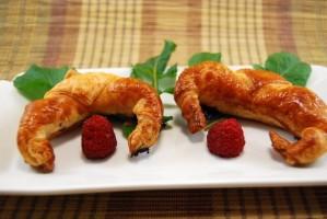 Croissants de jamón de pato y mermelada de frambuesa (1)