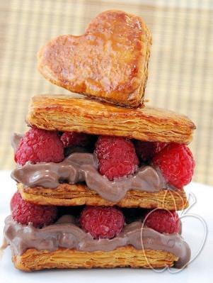 Milhojas de frambuesa y mousse de helado de chocolate (28)