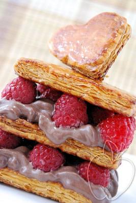 Milhojas de frambuesa y mousse de helado de chocolate (39)