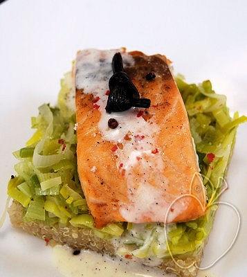 Salmón con salsa de vainilla, quinoa y puerros (5)